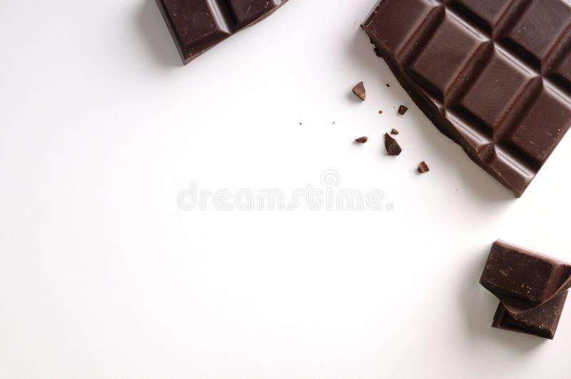 Vista superiore isolata rotta della barra di cioccolato fotografie stock libere da diritti
