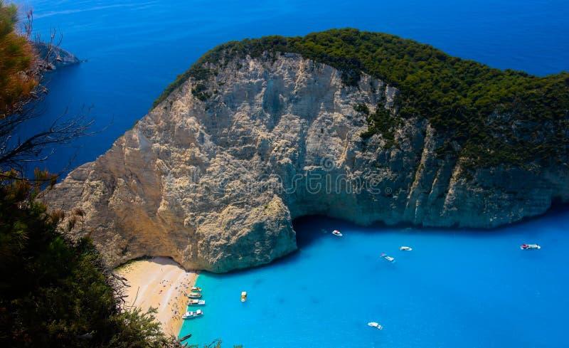 Vista superiore sulla spiaggia del naufragio o Navagio Baeach sull'isola di Zacinto, Grecia fotografie stock libere da diritti