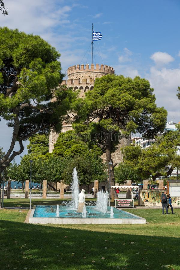 Vista surpreendente da torre branca na cidade de Tessalónica, Macedônia central, Grécia foto de stock
