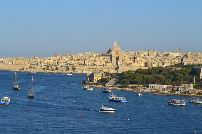 Vista surpreendente do porto e da cidade grandes de Valletta, a capital de Malta fotografia de stock