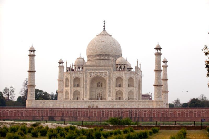 Vista a Taj Mahal através do rio de Yamuna, Agra, Índia fotos de stock