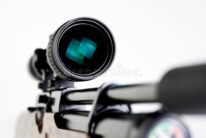 Vista telescópica en el rifle de los francotiradores imagen de archivo