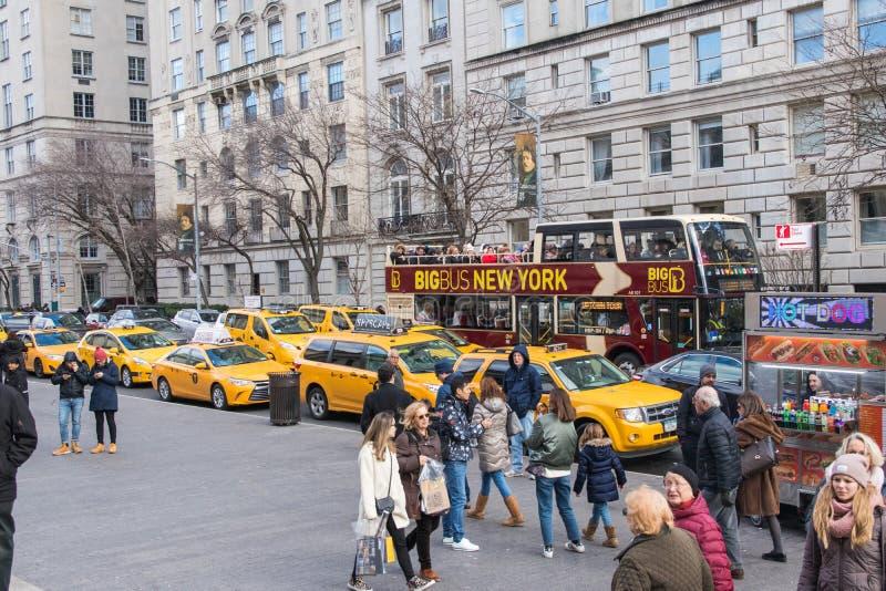 Vista tipica della via in Manhattan NEW YORK U.S.A. - 3 gennaio 2019 fotografie stock libere da diritti