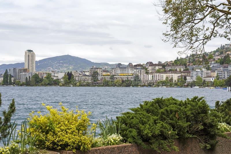 Vista total a cidade de Montreux imagem de stock