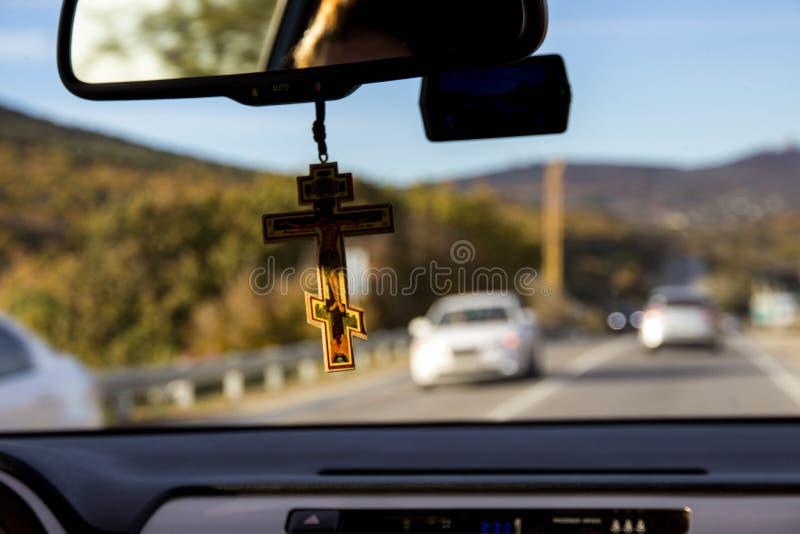 Vista tramite il parabrezza dell'automobile immagine stock libera da diritti