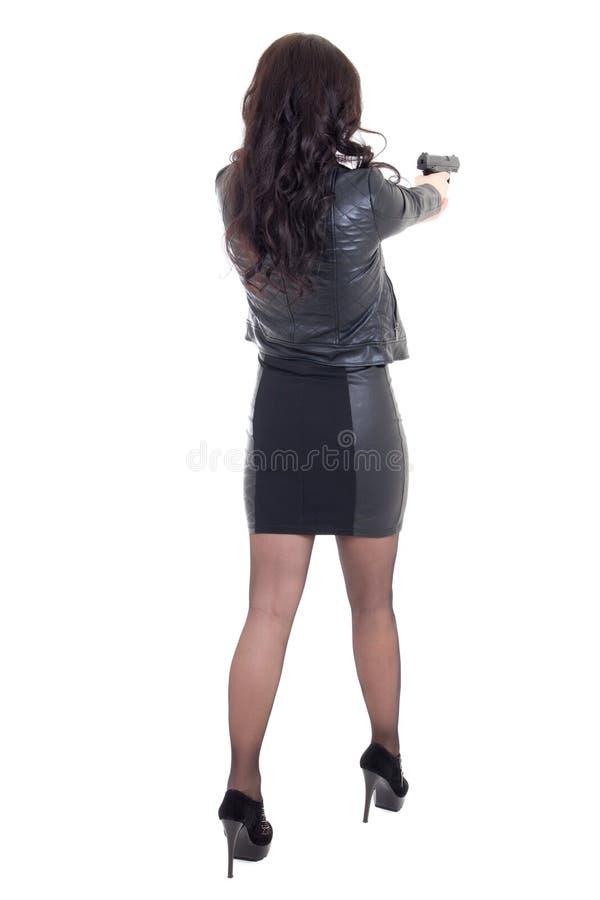 Vista trasera del tiroteo de la mujer con el arma aislado en blanco fotos de archivo