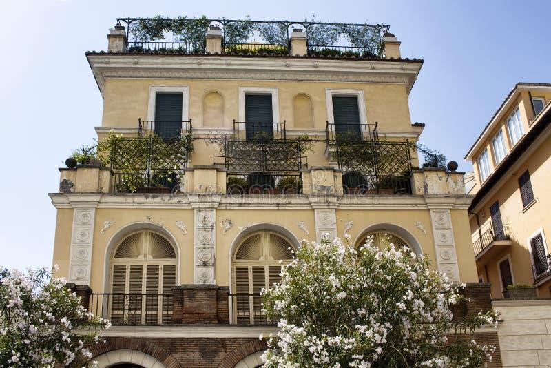 Vista a una de las casas italianas tradicionales foto de for Case tradizionali italiane