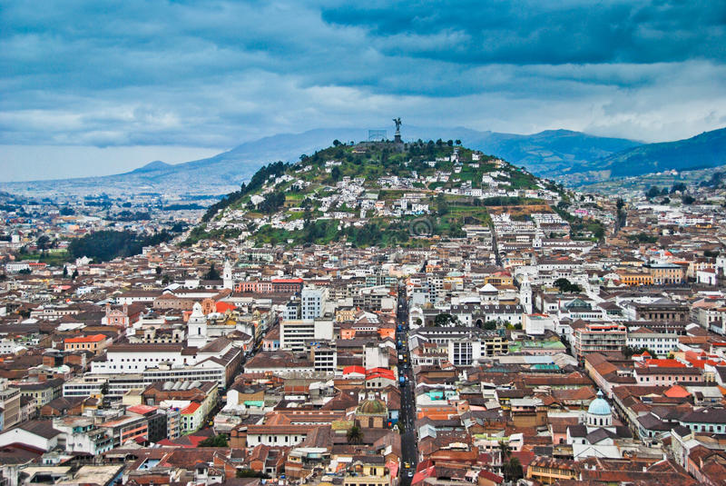 Vista urbana de Quito fotos de archivo