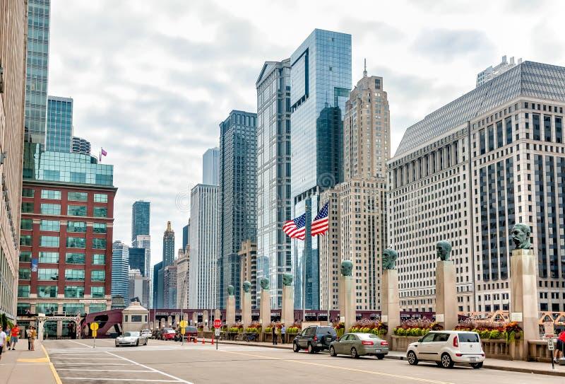 Vista urbana del centro delle vie di Chicago immagini stock libere da diritti