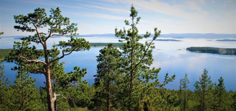 Vista verde y azul del mar blanco fotos de archivo libres de regalías