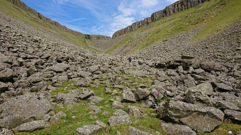 Vista verso l'alta tazza Nick dalla valle, vicino a Dufton, nelle pennine del nord fotografia stock libera da diritti