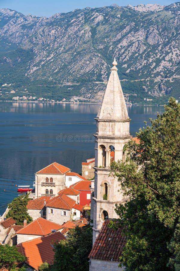 Vista vertical de Perast, Montenegro fotografia de stock