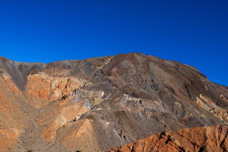 Vista vibrante del lavabo de Badwater, lavabo endoréico en el parque nacional de Death Valley, Death Valley, el condado de Inyo C foto de archivo libre de regalías
