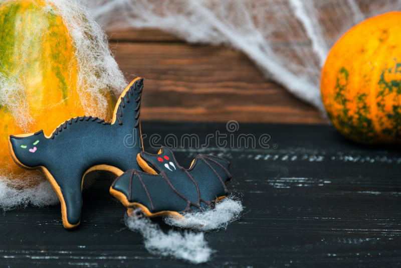 Vista vicina ai dolci casalinghi di Halloween immagini stock