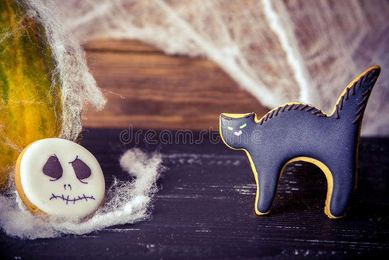 Vista vicina ai dolci casalinghi di Halloween fotografia stock libera da diritti