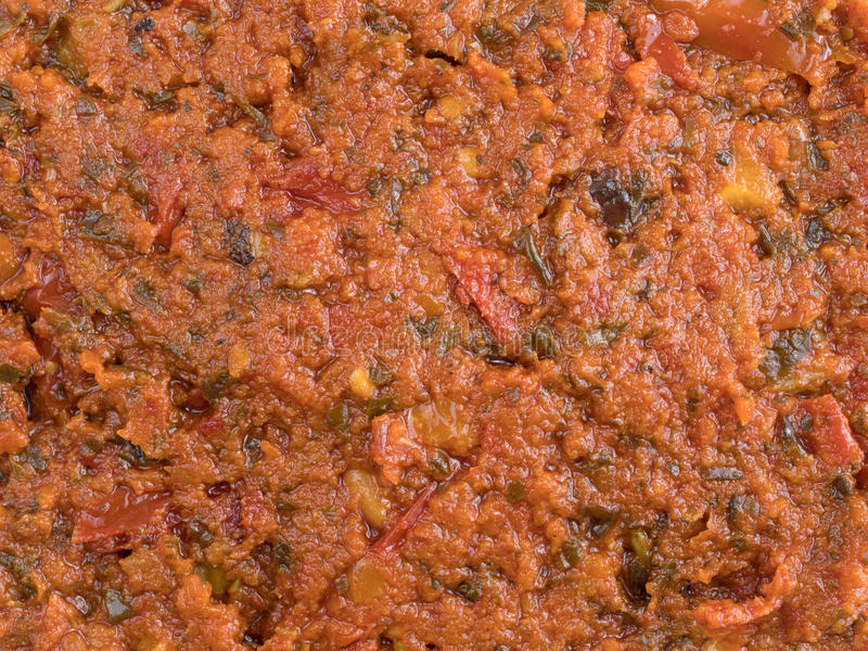 Vista vicina della salsa di pesto del pomodoro immagine stock libera da diritti