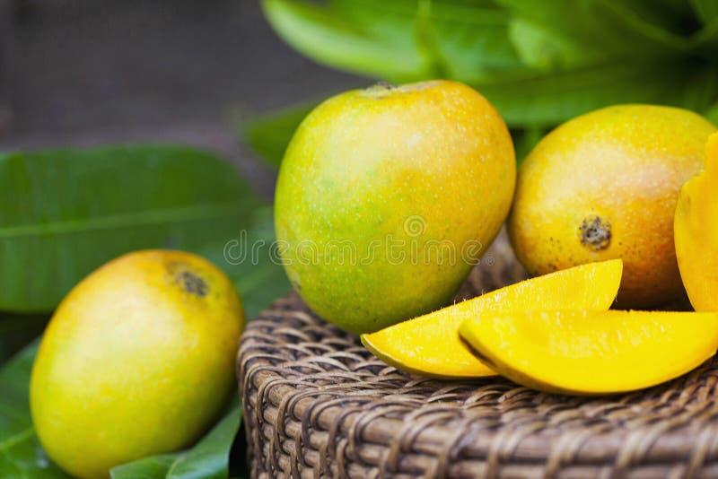 Vista vicina, mango di Mankurad del locale di Goan, Goa, India fotografie stock libere da diritti