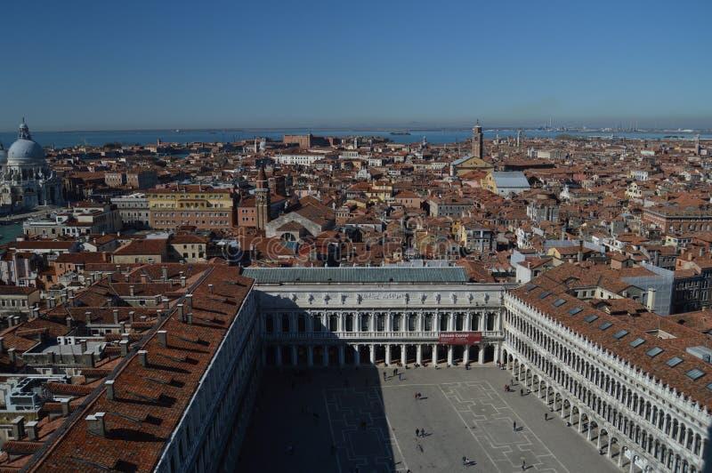 Vistas aéreas da torre do Campanile do quadrado de St Mark em Veneza Curso, feriados, arquitetura 27 de março de 2015 Veneza, imagens de stock