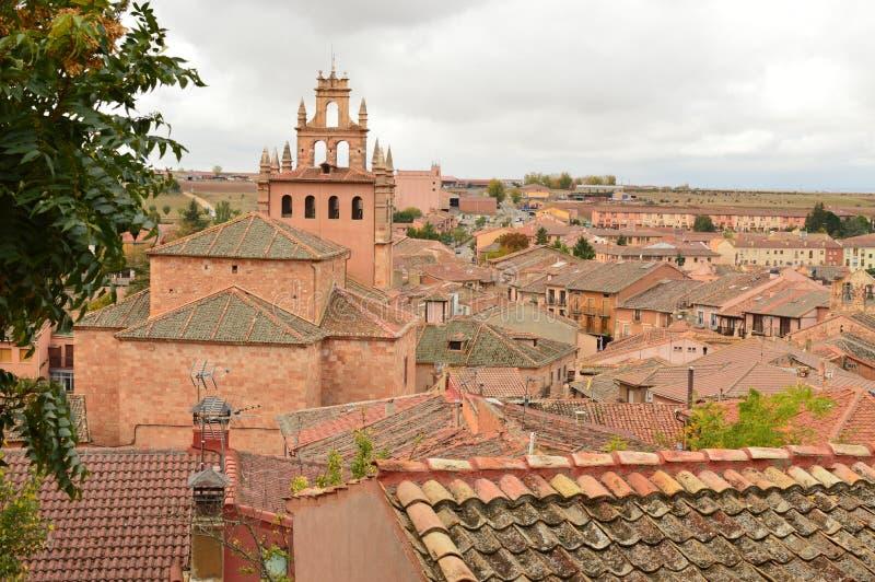 Vistas aéreas de la ciudad de la cuna de Ayllon de los pueblos rojos además de la ciudad medieval hermosa en Segovia Tierra de la foto de archivo