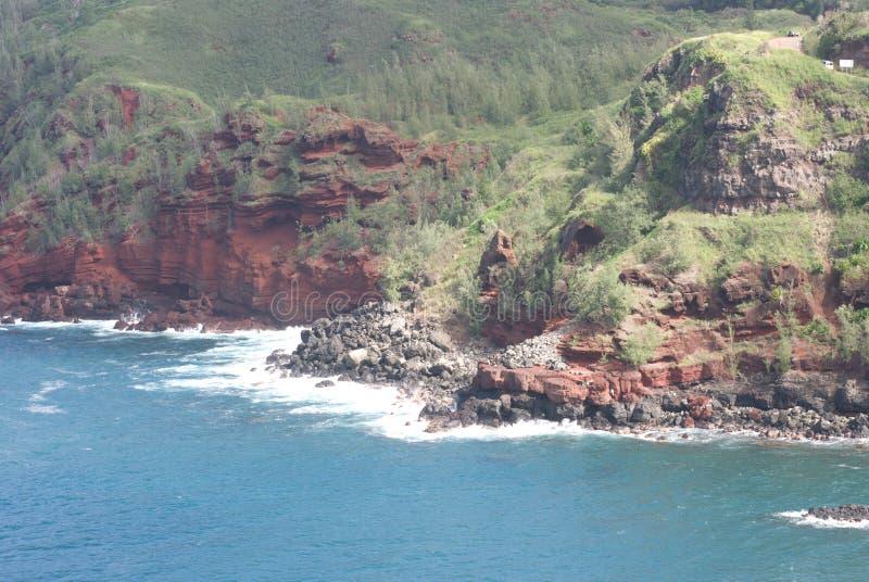 Vistas bonitas da costa norte de Maui, tomadas da estrada de enrolamento famosa a Hana Maui, Havaí imagens de stock