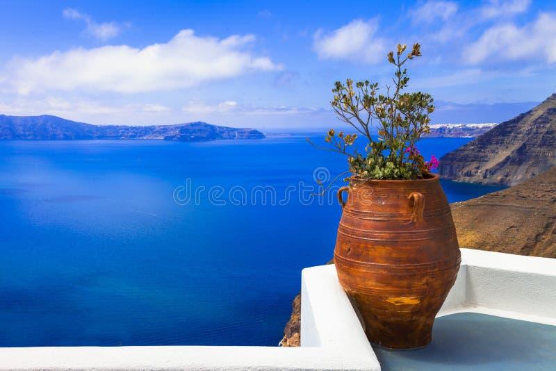 Vistas cênicos e feriados de relaxamento em Santorini lindo, Cyclades, Grécia imagem de stock