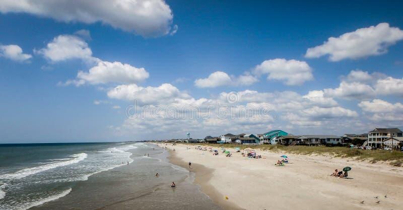 Vistas cênicos na praia North Carolina da ilha do carvalho imagem de stock