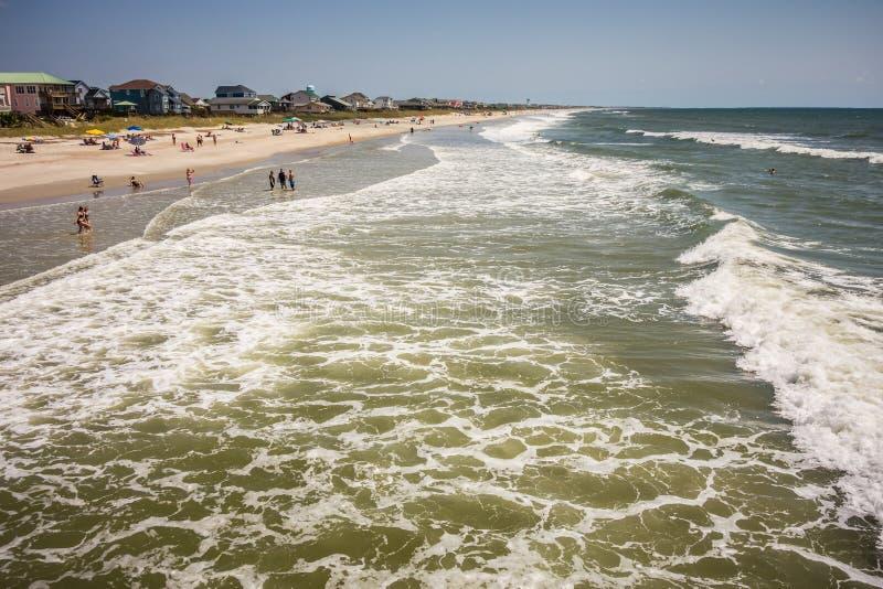 Vistas cênicos na praia North Carolina da ilha do carvalho imagens de stock