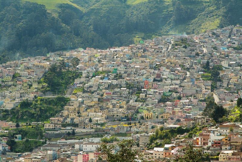Vistas de edificios coloridos en Quito fotografía de archivo libre de regalías