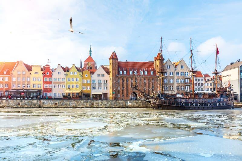 Vistas de Gdansk, vista do inverno Motlawa imagens de stock royalty free
