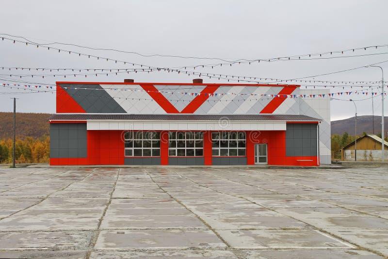 Vistas de la ciudad de Bilibino Gimnasio 'chispa ' Rusia fotos de archivo libres de regalías