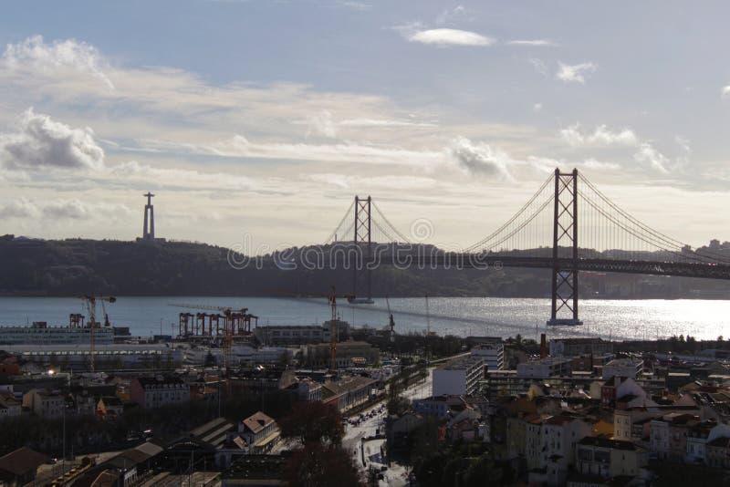 Vistas de la ciudad de Lisboa en un día nublado en invierno fotos de archivo libres de regalías