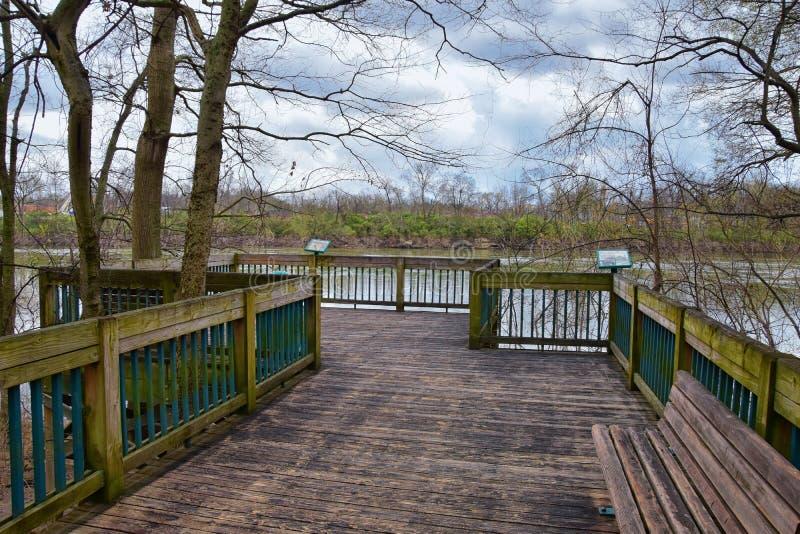 Vistas de la naturaleza y de caminos a lo largo de Shelby Bottoms Greenway y de los rastros naturales del ataque frontal del río  fotos de archivo libres de regalías