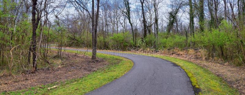 Vistas de la naturaleza y de caminos a lo largo de Shelby Bottoms Greenway y de los rastros naturales del ataque frontal del río  fotos de archivo