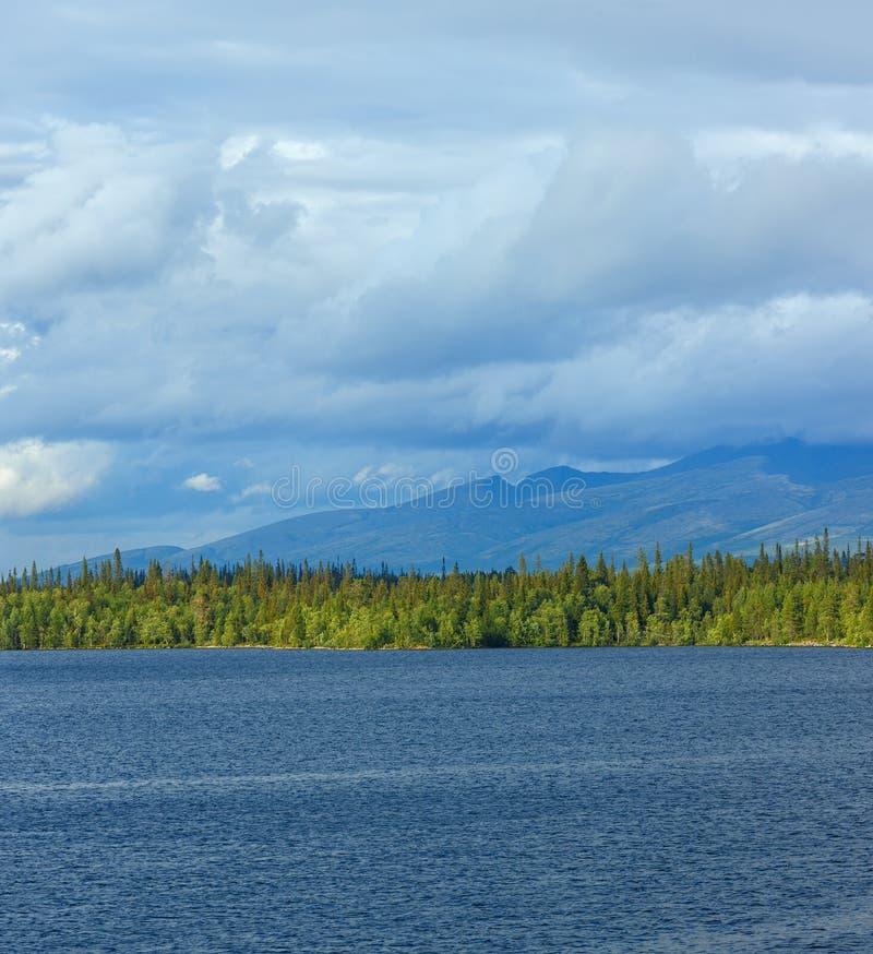 Vistas de las montañas de Khibiny Fotografiado en el lago Imandra, foto de archivo libre de regalías