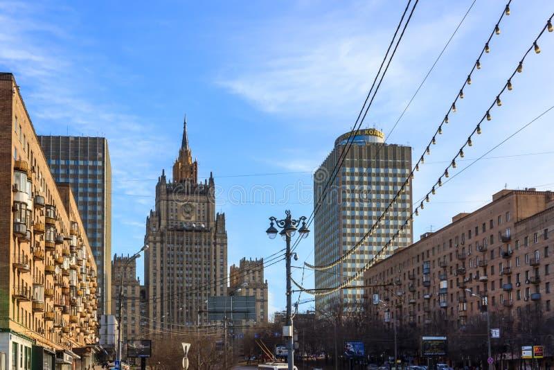 Vistas de Moscou, skyline, mola em Moscou foto de stock