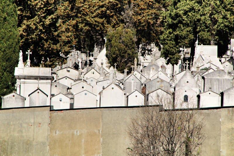Vistas del cementerio de Dos Prazeres en Lisboa fotos de archivo libres de regalías