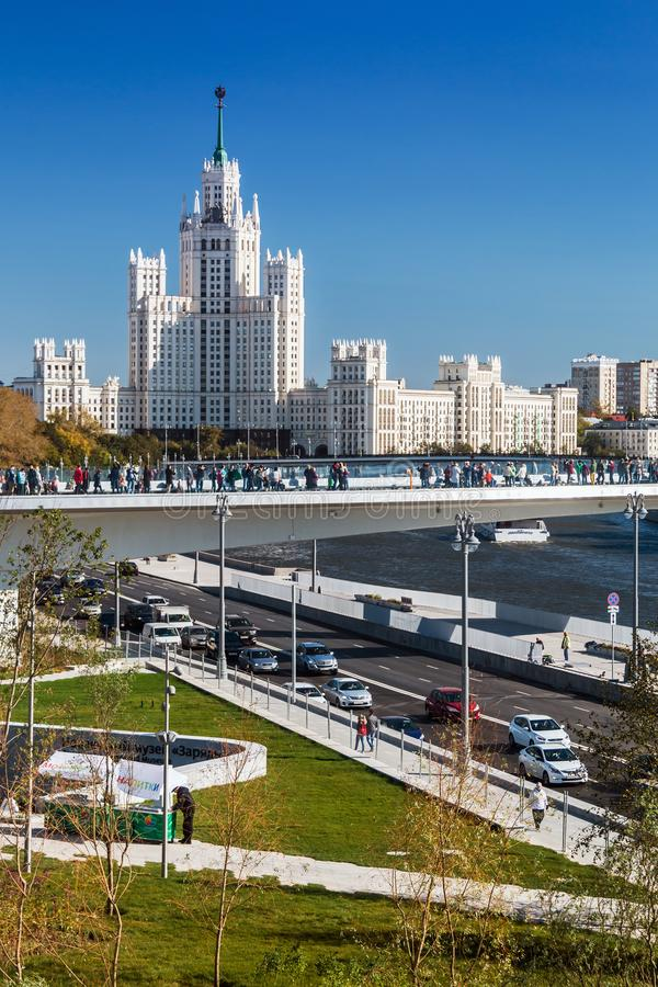 Vistas del edificio alto en el terraplén de Kotelnicheskaya imagen de archivo libre de regalías