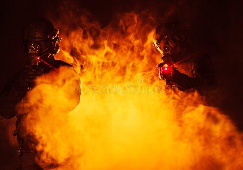 Vistas del laser en el humo imagenes de archivo