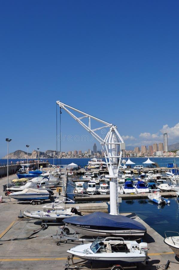 Vistas del puerto de Benidorm, Alicante, España imagenes de archivo