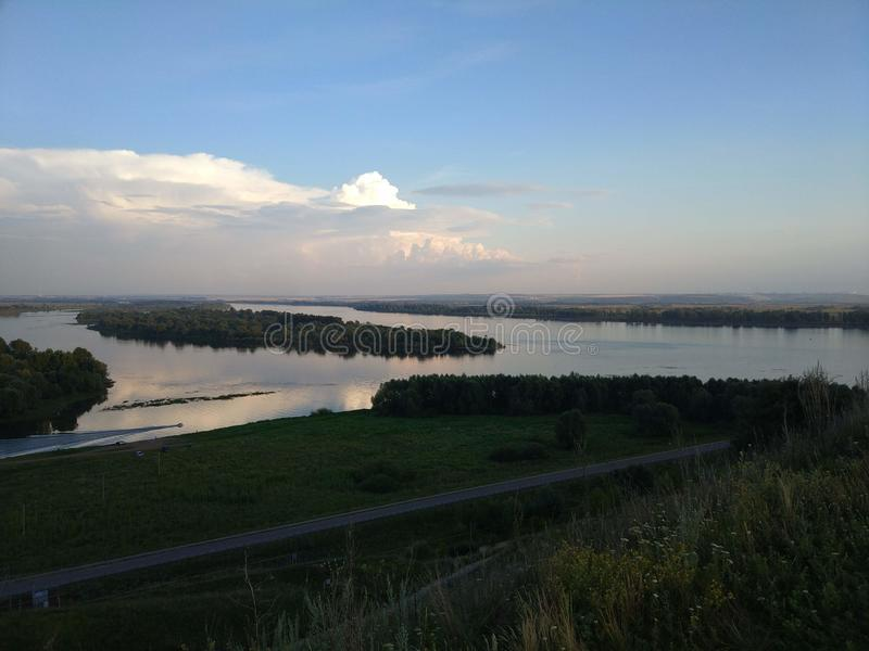 Vistas del río de Kama imágenes de archivo libres de regalías