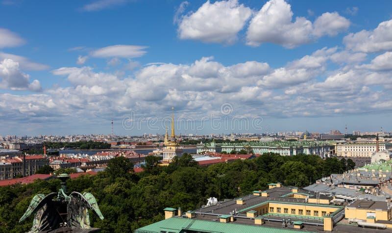 Vistas del tejado St Petersburg Rusia fotografía de archivo
