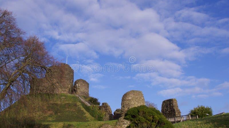 Vistas do castelo Cornualha de Launceston, em um dia de invernos uncrowded brilhante em janeiro foto de stock