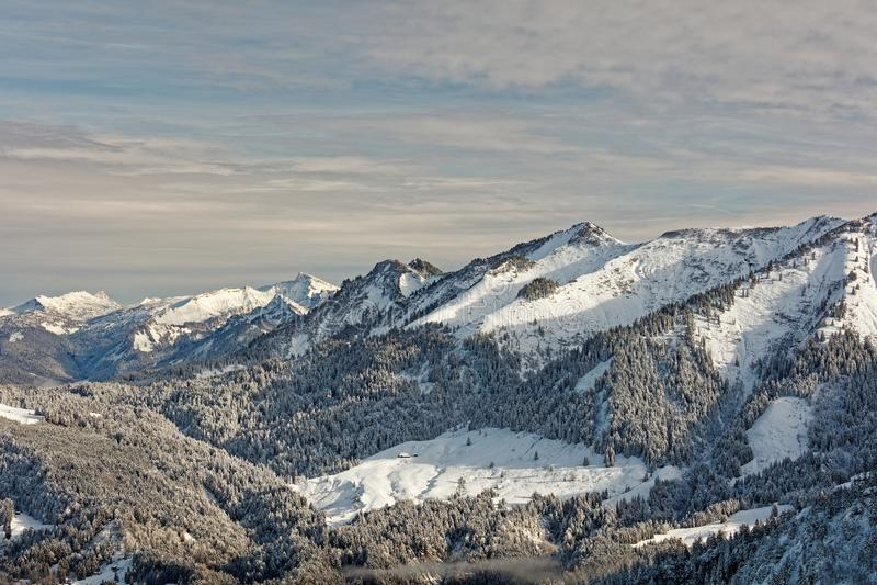Vistas do maciço nevado de Schoener Mann de Schwarzenberg fotos de stock royalty free