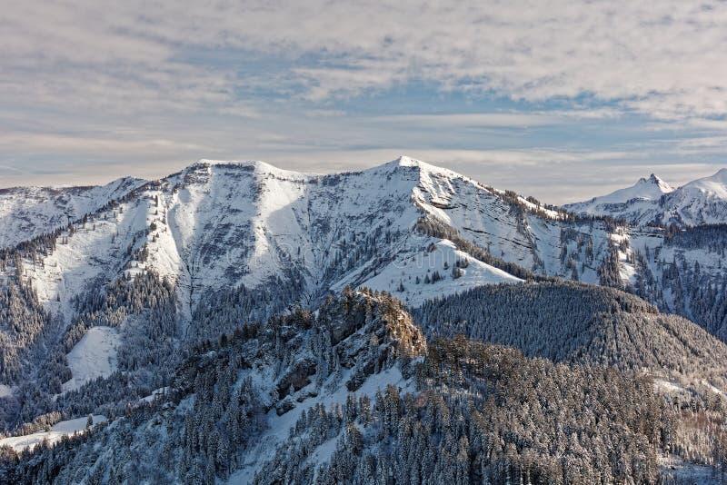 Vistas do maciço nevado de Schoener Mann de Schwarzenberg imagem de stock