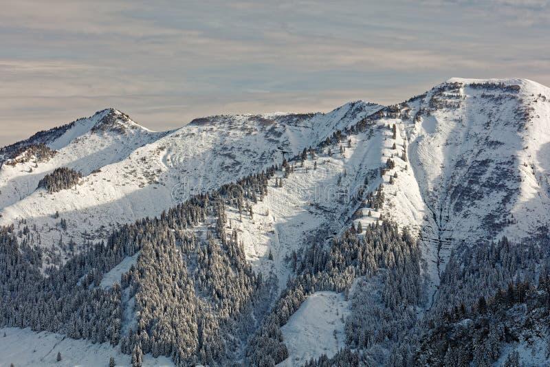 Vistas do maciço nevado de Schoener Mann de Schwarzenberg foto de stock