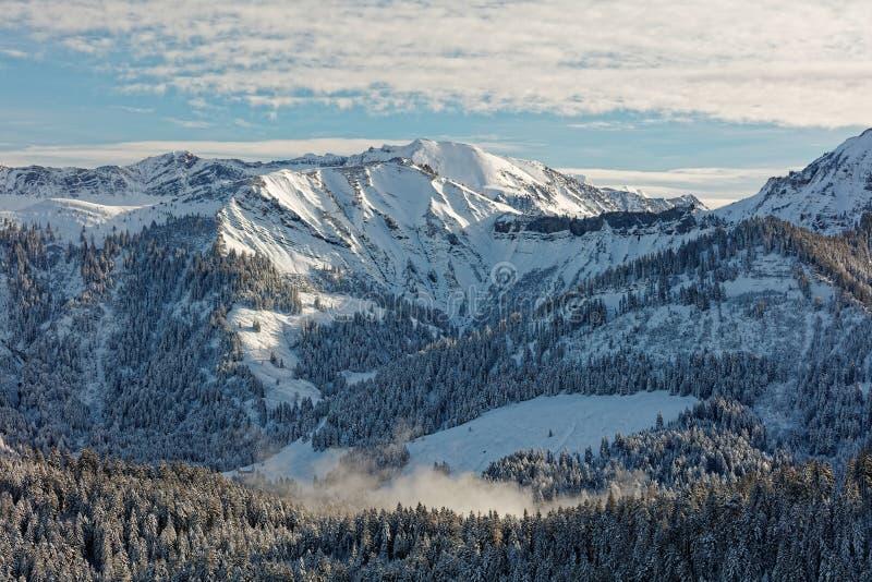 Vistas do maciço nevado de Schoener Mann de Schwarzenberg foto de stock royalty free
