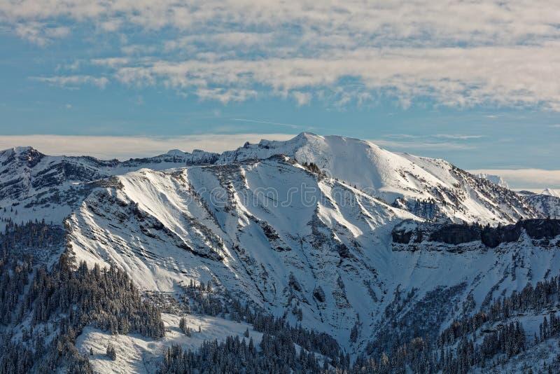 Vistas do maciço nevado de Schoener Mann de Schwarzenberg imagens de stock