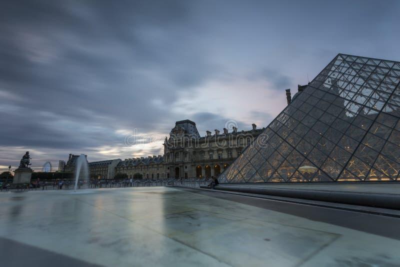 Vistas do museu da grelha em Paris fotos de stock royalty free