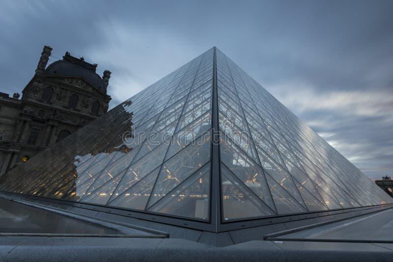 Vistas do museu da grelha em Paris fotografia de stock