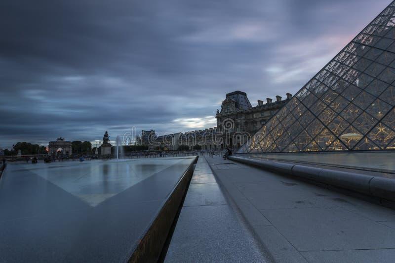 Vistas do museu da grelha em Paris fotos de stock